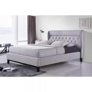 מיטה זוגית מעוצבת 140×190 בריפוד בד עם רגלי עץ דגם פיונה
