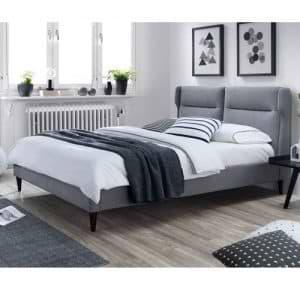 מיטה זוגית מעוצבת 140×190 בריפוד בד עם כריות ראש דגם סנטה