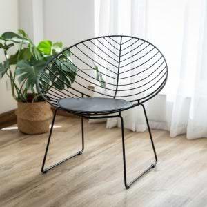 זוג כסאות עיצוב ממתכת עם כרית ריפוד דגם ניצן